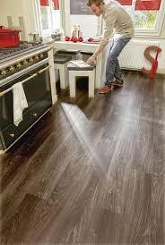 laminat für feuchträume versiegeltes laminat in bad und küche