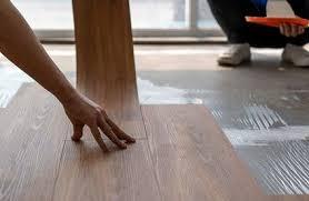 vinylboden kleben so gelingt s toom baumarkt