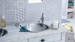 des lambris pvc dans la salle de bain