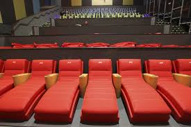 Movie Theatre With Reclining Chairs Nyc by New Vista Cinema Offers Smells Rain Fog With Your Popcorn The