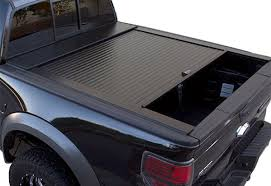 Retrax Bed Cover by Retrax Vs Truck Covers Usa Decide On The Best Tonneau Cover For