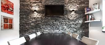 steinwand im wohnzimmer geopietra kunst stein