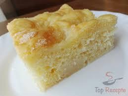 ein ganz toller zuckerkuchen aus hefeteig mit sahne überzogen