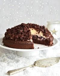 maulwurfkuchen mit marzipan und weihnachtskirschen mix