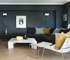 schwarzes sofa im wohnzimmer mit bild kaufen 12423350