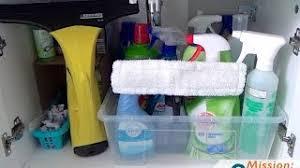 ordnung im badezimmer waschbeckenunterschrank