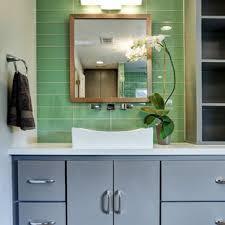 75 badezimmer mit glasfliesen und waschtischkonsole ideen