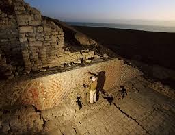 San Bartolo Murals National Geographic by Un Arqueólogo Restaura Un Mural En El Patio Ceremonial De La Huaca