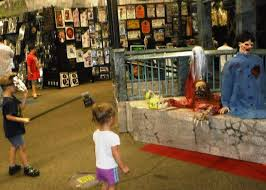 Spirit Halloween Sarasota Florida by Pop Up Halloween Stores Offer Large Selection Of Costumes And Decor