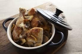 cuisine en cocotte recette de cocotte de poulet aux chignons facile et rapide