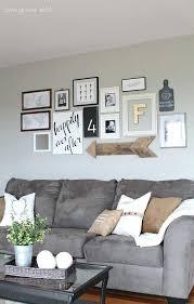 deco canapé 10 idées déco pour le mur au dessus de canapé astuces pour femmes