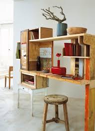 un bureau en planches de récup desks office desks and