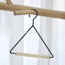 großhandel handtuch lagergestell gewebehalterung für küche badezimmerschrank holzbügel kleiderbügel für schal jcwatches 2 51 auf de dhgate