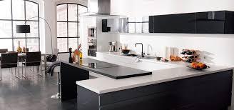 cuisine loft id es de cuisine pour votre loft modele noir et blanc newsindo co