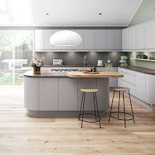 light grey kitchen moute