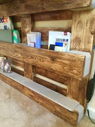 Diy Wood Computer Desk by Diy Upcycled Pallet Wall Computer Desk 101 Pallets