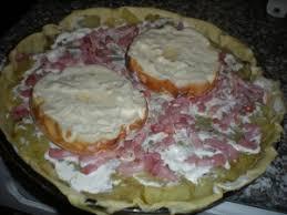 cuisiner le mont d or tarte aux pommes de terre lardons mont d or plat principal