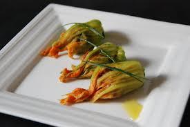 comment cuisiner les courgettes au four fleurs de courgettes farcies cuisine plurielle