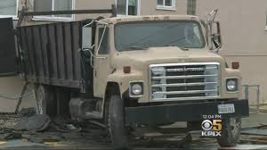 100 Merced Truck And Trailer Slams Into Occupied Home In San Franciscos Heights