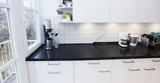 gestaltung einer modernen küche in weiß mit küchenfronten in