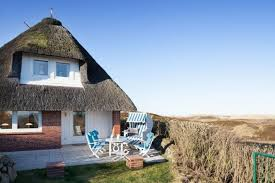 modernes ferienhaus unter reet für 4 personen mit meerblick