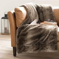 plaids fausse fourrure pour canapé le plaid fausse fourrure confort pour vous et style luxueux pour l