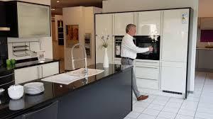 moderne küche mit weißen hochglanz lack fronten modell 2020