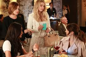 Pll Halloween Special Season 3 by What You Need To Know About The U0027pretty Little Liars U0027 Time Jump