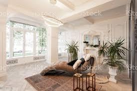 interior im hotel tageslicht in den innenraum und licht der elektrischen len luxuswohnzimmer mit parkettholzböden kamin sofa und zimmerpflanze
