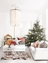 weihnachtsdeko im wohnzimmer mit kissen im scandi look