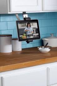 tv dans cuisine belkin dresse la tablette dans la cuisine ere numérique