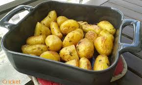 cuisiner des pommes de terre nouvelles pommes de terre nouvelles au four les gourmandises d un cricket