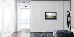 kleiderschrank aus melamin mit tv panel idfdesign