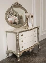 casa padrino luxus barock schlafzimmer kommode mit elegantem wandspiegel weiß silber massivholz schrank mit spiegel schlafzimmer möbel im