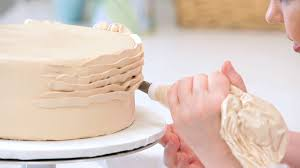 How to Pipe Ruffles on a Cake