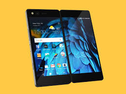 ZTE s Axon M Pushes For a Dual Screen Phone Future