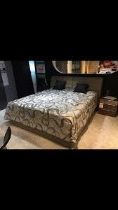 ein sehr gut erhaltenes schlafzimmer bett mit original tagesdecke