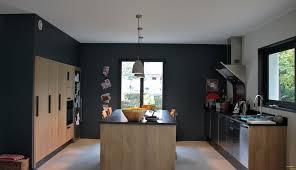 cuisine et blanche armoire de cuisine en bois blanc chaise ée et blanche