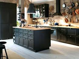 meuble de cuisine noir meuble cuisine noir la cuisine bois et noir cest le chic sobre