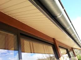 pose lambris pvc sous toiture inspirations avec lambris bois sous