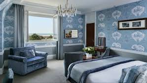 castel femme de chambre chambre hôtel bord de mer normandie le normandy hôtels barrière