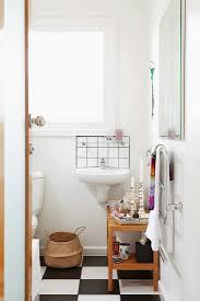 einblick in kleines badezimmer mit bild kaufen