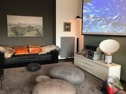 raumgefühl ohne tv beamer vs fernseher understatement