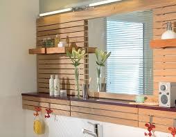badezimmer renovieren spiegelwand aus holz spiegelwand