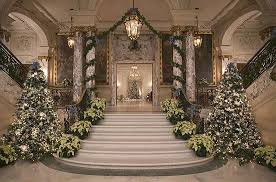 1173201 Christmas Decorations Inside A Mansion 620