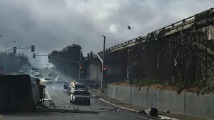 100 Bayshore Truck Flies Off Highway 101 Onto Surface Street In San Francisco 3