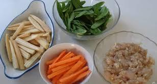 cuisiner pois mange tout wok pois mange tout mini épis de maïs carottes lamelles de poulet