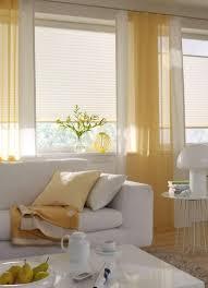 wohnzimmer gardine sonnig gelb vielfältige plissees