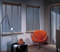 sichtschutz im wohnzimmer moderne plissees gardinen und