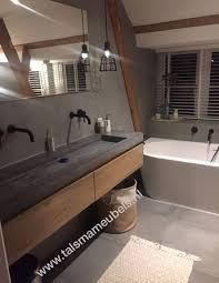badezimmermöbel aus eichenholz mit waschbecken in betonoptik